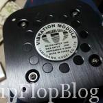 振動モジュールです。スピーカーのようにアンプに繋げて低音を振動に変換します。
